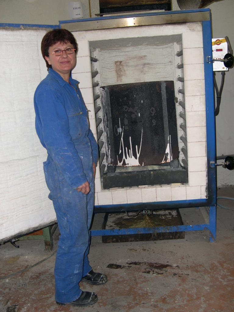 placer le cylindre dans le four pour cuisson et décirage
